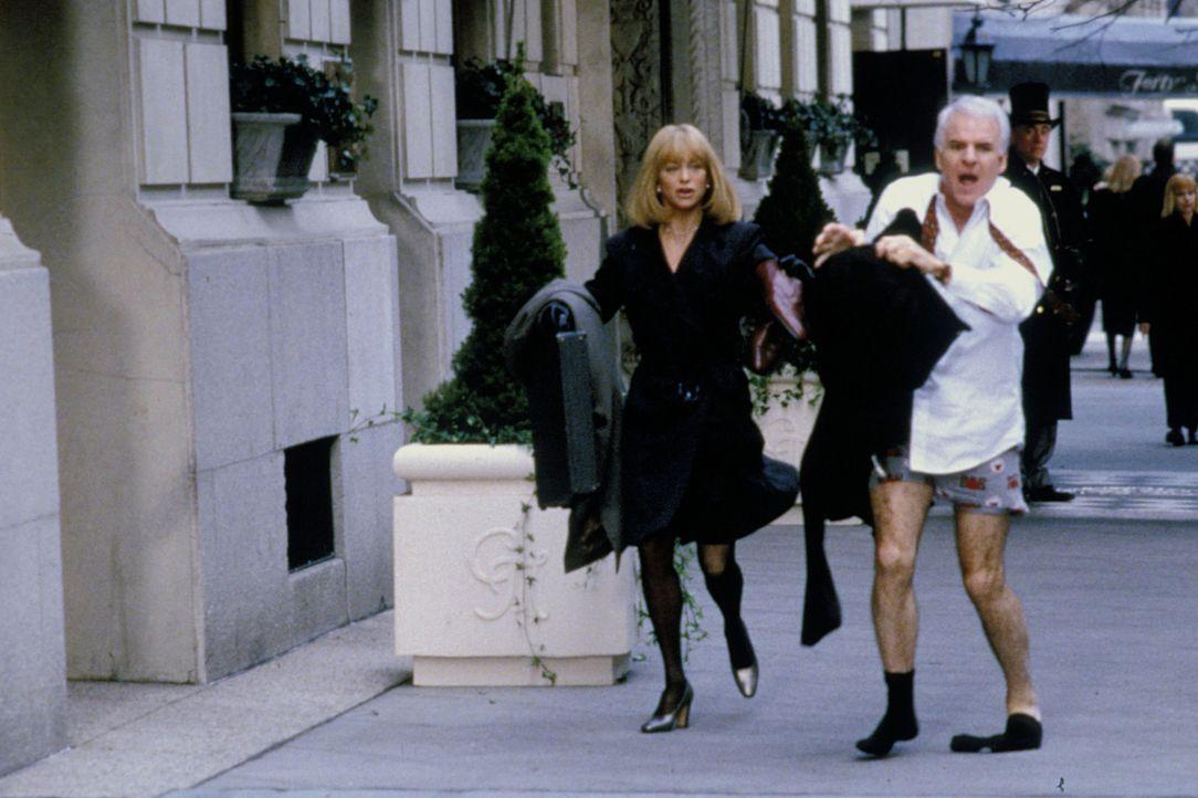 Der Aufenthalt in New York City gerät für Henry (Steve Martin, r.) und Nancy (Goldie Hawn, l.) zu einem chaotischen Abenteuertrip ...