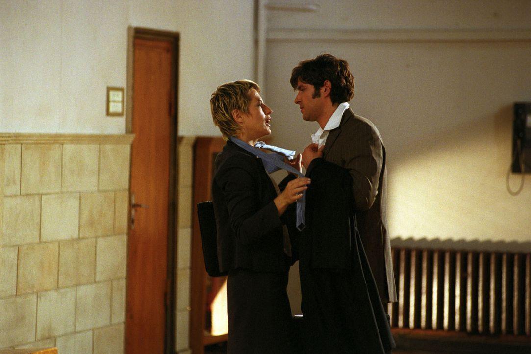 Eine verfahrene Situation: Auch Patricia (Barbara Demmer, l.) ist sich sicher, in Robert (Pasquale Aleardi, r.) die Liebe ihres Lebens gefunden zu h... - Bildquelle: Hardy Spitz Sat.1