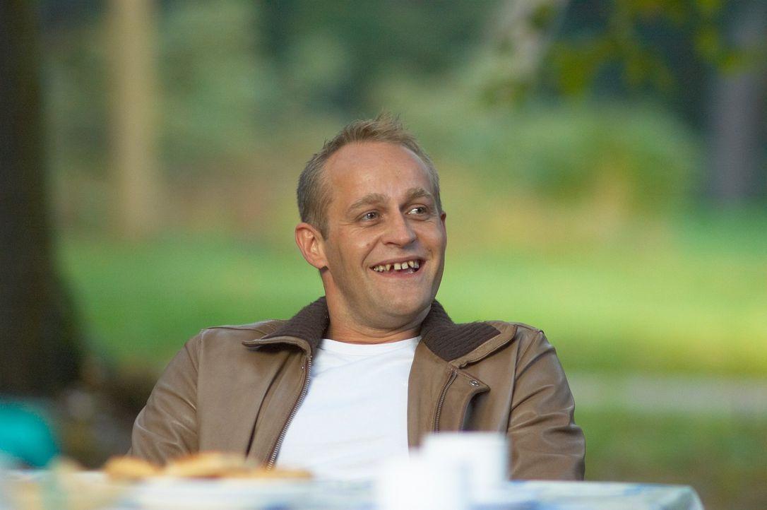 Alex (Jürgen Vogel) hilft seinem Freund Fred die Gunst des Sohnes von dessen Freundin zu gewinnen. Denn diese will ihn nur heiraten, wenn ihr Sohn... - Bildquelle: Senator Film