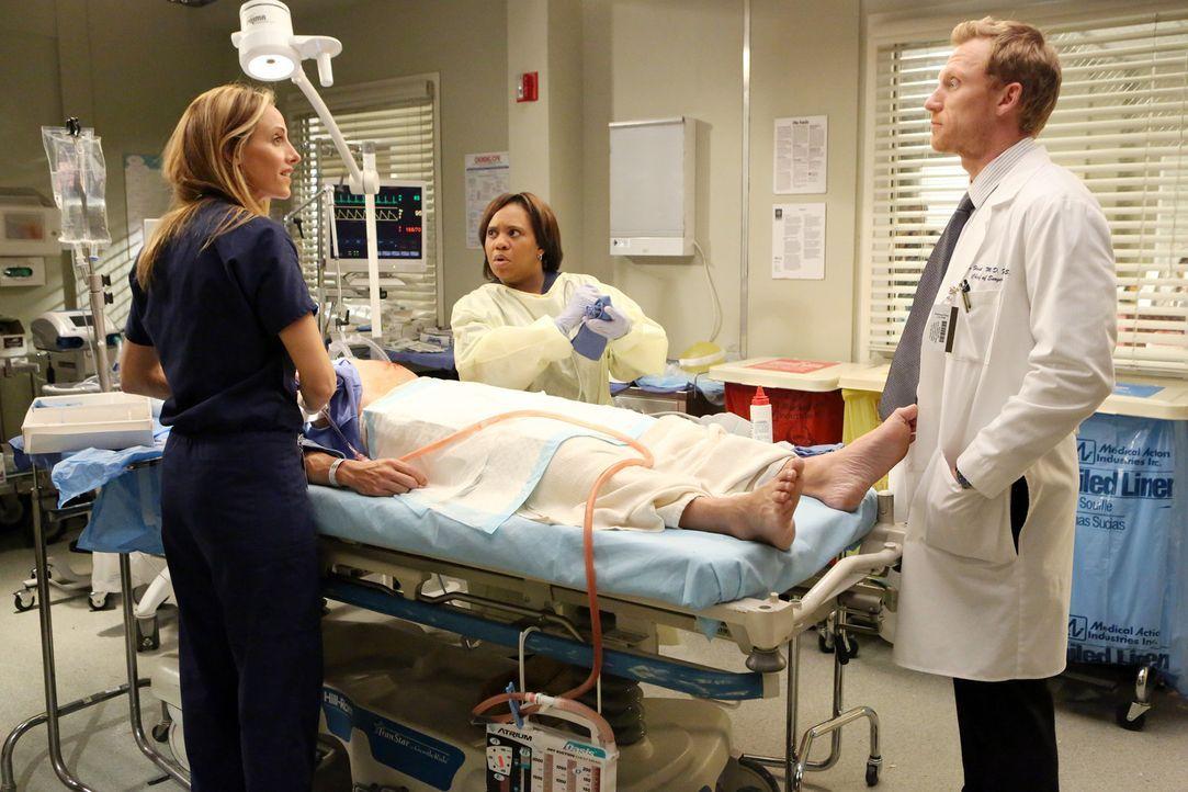 Während Teddy (Kim Raver, l.), Owen (Kevin McKidd, r.) und Miranda (Chandra Wilson, M.) im Krankenhaus nichts davon ahnen, was mit Meredith, Cristi... - Bildquelle: Touchstone Television