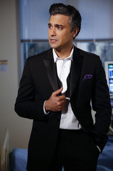 Steht Xo in der schweren Zeit zu Seite: Rogelio (Jaime Camil) ... - Bildquelle: 2014 The CW Network, LLC. All rights reserved.