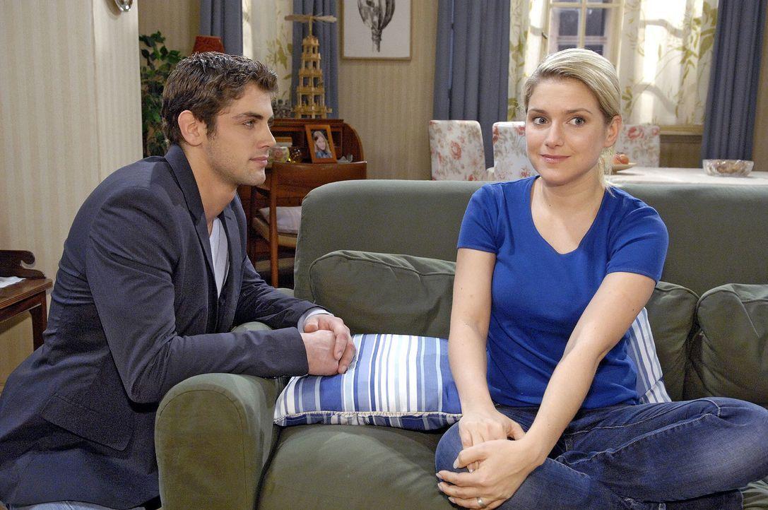 Jonas (Roy Peter Link, l.) versucht Anna (Jeanette Biedermann, r.) davon abzuhalten, ihre Therapie aufzugeben. - Bildquelle: Claudius Pflug Sat.1