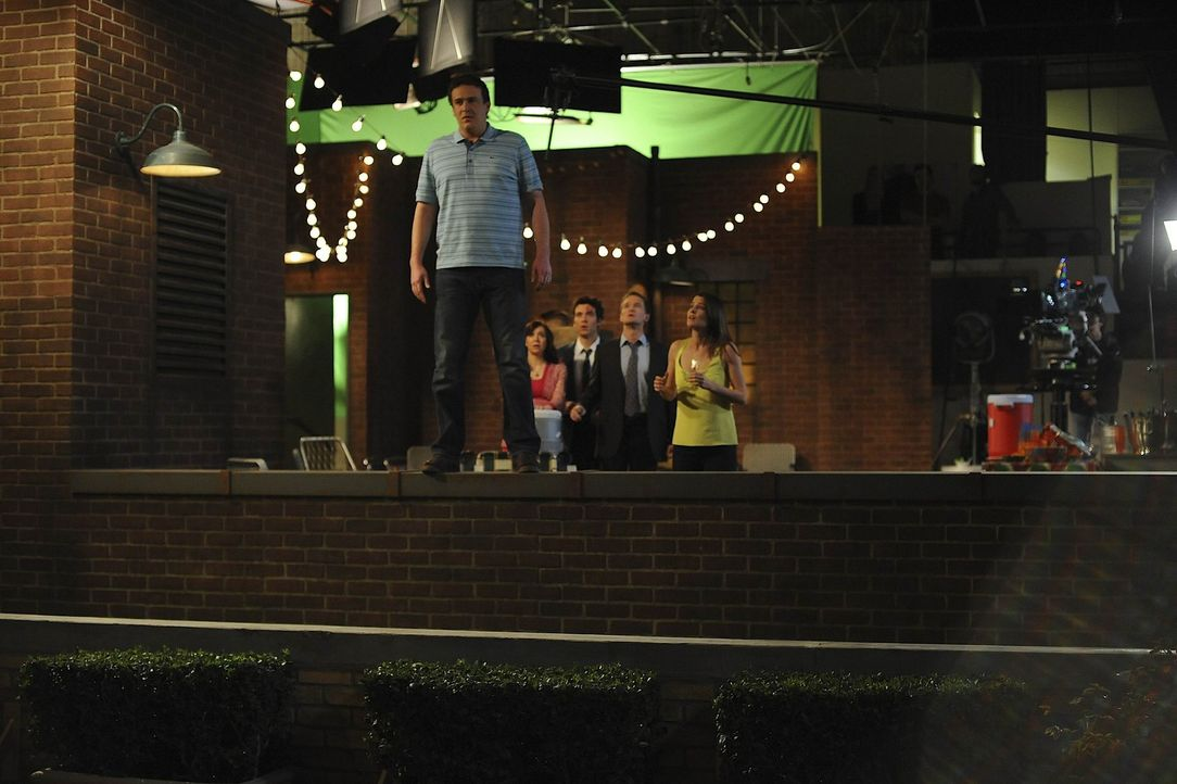 Marshall (Jason Segel, l.) möchte sich, Ted (Josh Radnor, M.), Barney (Neil Patrick Harris, 2.v.r.), Lily (Alyson Hannigan, 2.v.l.) und Robin (Cobi... - Bildquelle: 20th Century Fox International Television