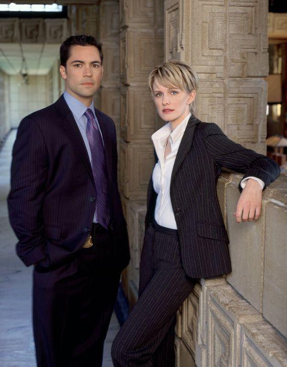 (2. Staffel) - Es dauert zwar etwas, doch Scott (Danny Pino, l.) und Lilly Rush (Kathryn Morris, r.) werden ein eingespieltes Team ... - Bildquelle: Warner Bros. Television