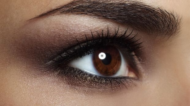 Färben der Augenbrauen