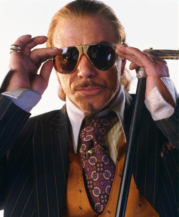 Noch ahnt niemand, dass der Millionär Darrius Sayle (Mickey Rourke) einen bitterbösen Plan hegt ... - Bildquelle: Liam Daniel Samuelsons / IoM Film.