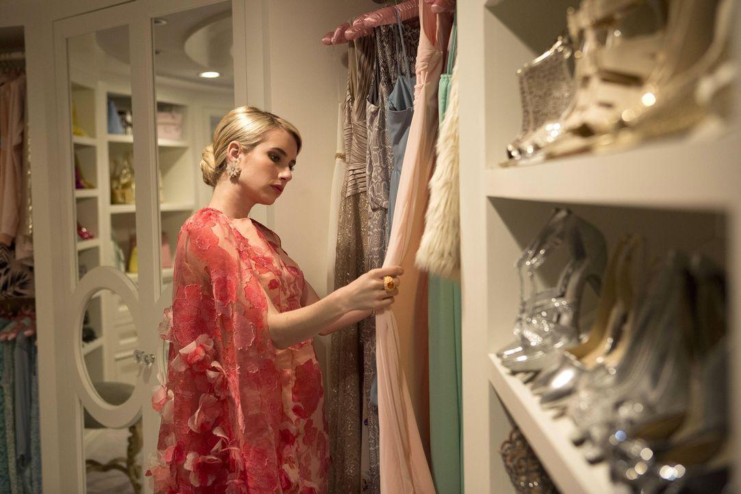 Eines der besten Eigenschaften einer Schwesternschaft ist für Chanel (Emma Roberts), dass sie sich ganz genau aussuchen kann, wer ihr beitreten darf... - Bildquelle: Steve Dietl 2015 Fox and its related entities.  All rights reserved.