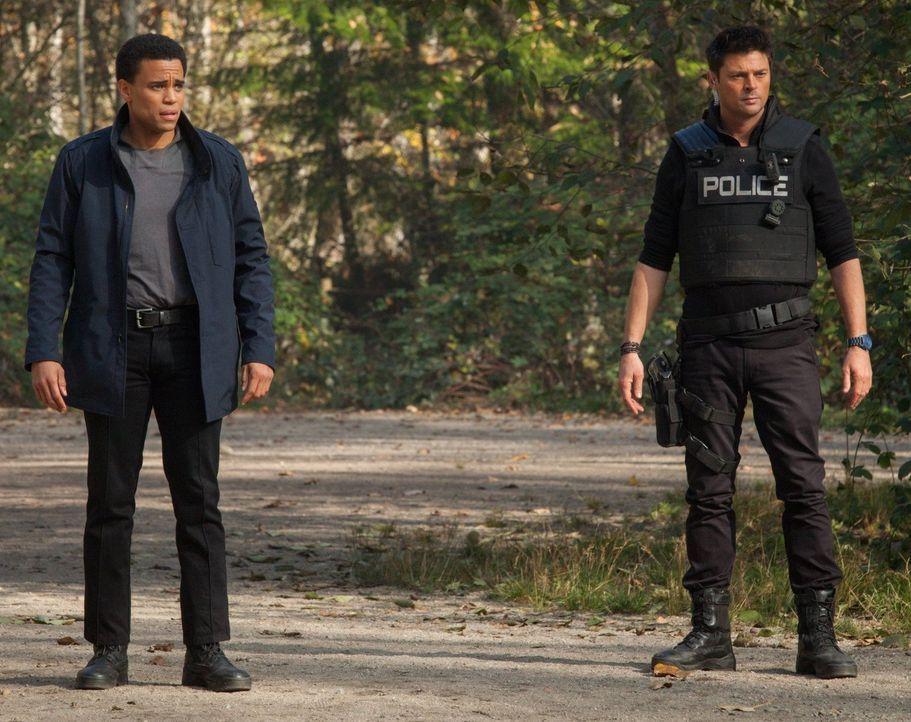 John (Karl Urban, r.) und Dorian (Michael Ealy, l.) sollen eine besondere Zeugin beschützen, aber der Angeklagte will sie unbedingt tot sehen ... - Bildquelle: Warner Bros. Television