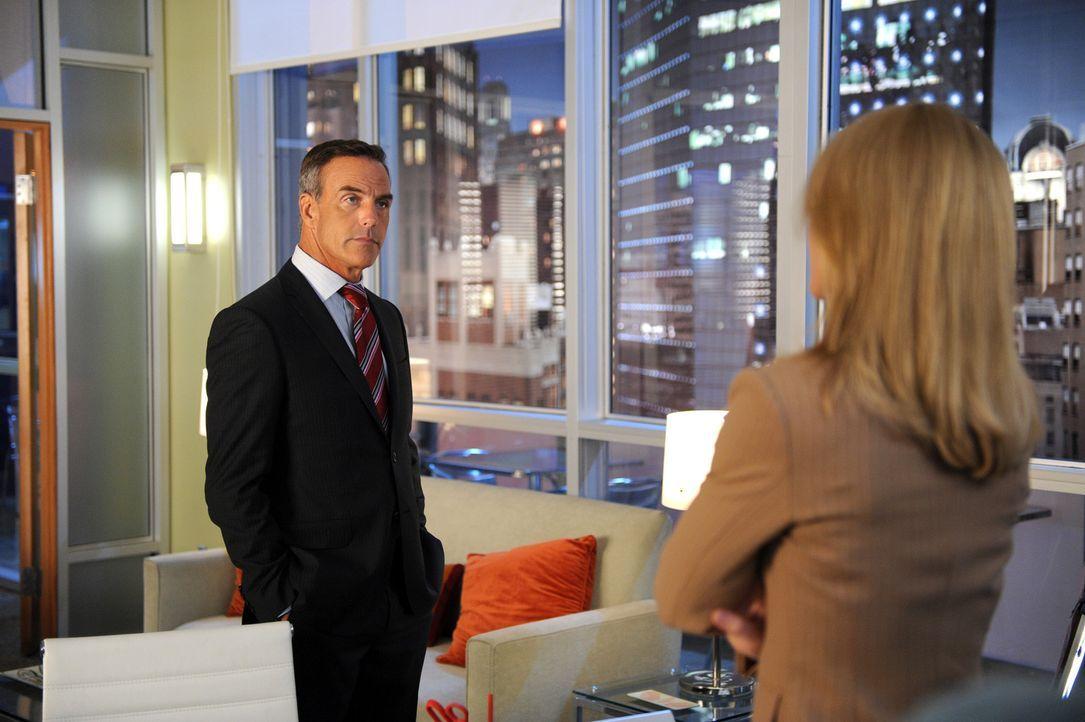 Dan Russell (Richard Burgi, l.) lässt sich von Dr. Kate Murphy (Jeri Ryan, r.) nicht aus der Ruhe bringen. Weiß er mehr als sie denkt? - Bildquelle: 2013 American Broadcasting Companies, Inc. All rights reserved.