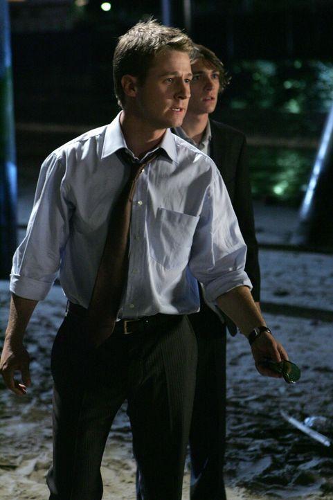 Durch einen Trick kann Ryan (Benjamin McKenzie) Volchock in die Flucht schlagen ... - Bildquelle: Warner Bros. Television