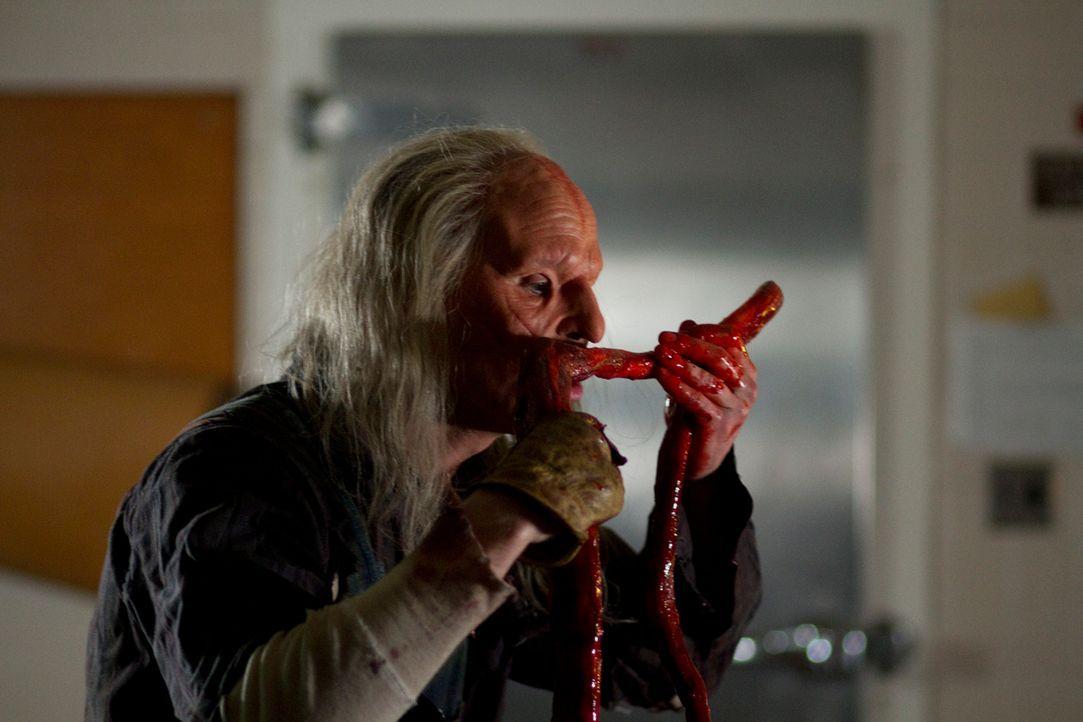 Three-Finger (Sean Skene) freut sich über das unerwartete Buffet ... - Bildquelle: Constantin Film
