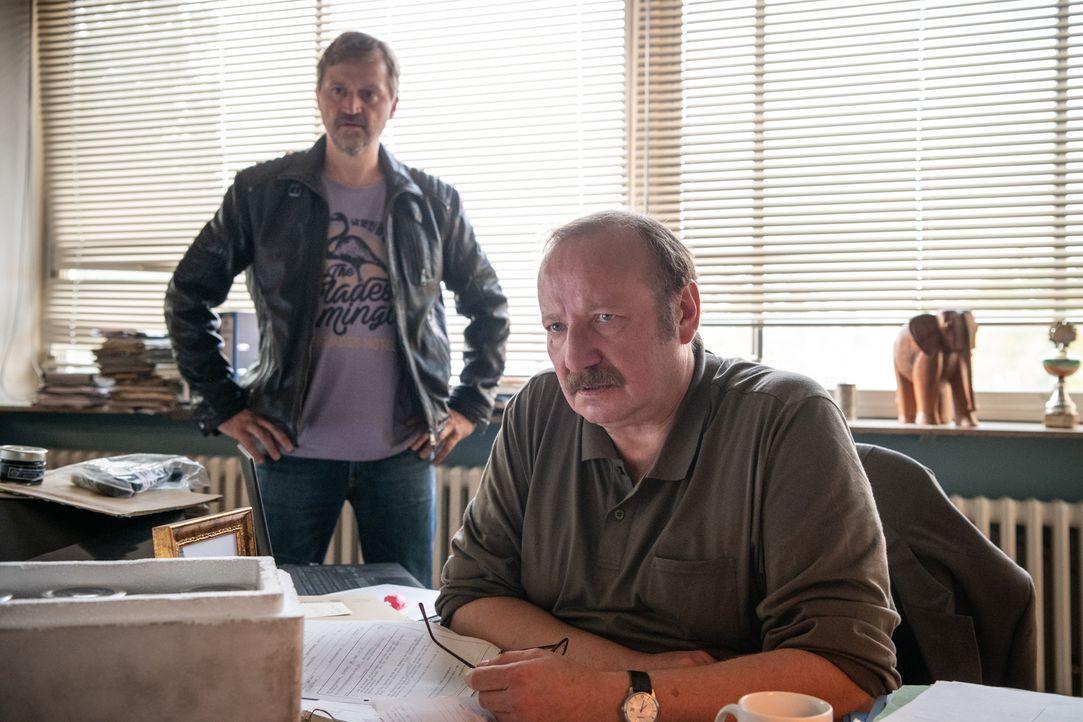 (v.l.n.r.) Tim Herwartz (Patrick von Blume); Richard Hofreiter (Rainer Reiners) - Bildquelle: Christoph Assmann SAT.1/Christoph Assmann