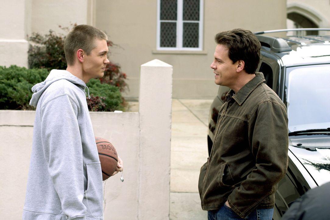 Die Hochzeit von Keith (Craig Sheffer, r.) steht kurz bevor und die Aufregung steigt. Lucas (Chad Michael Murray, l.) hat noch alle Hände voll zu t... - Bildquelle: Warner Bros. Pictures