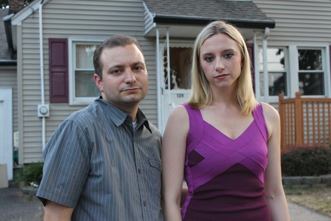 Dawn (r.) ist entsetzt, als ihr Ex-Freund Mike (l.) anfängt, sie zu stalken und schließlich ihren Job und ihr Leben gefährdet ... - Bildquelle: Atlas Media Corp.