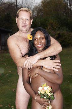Die perfekte Hochzeit! - Ivy (r.) und ihr Mann (l.) heiraten so, wie Gott sie...