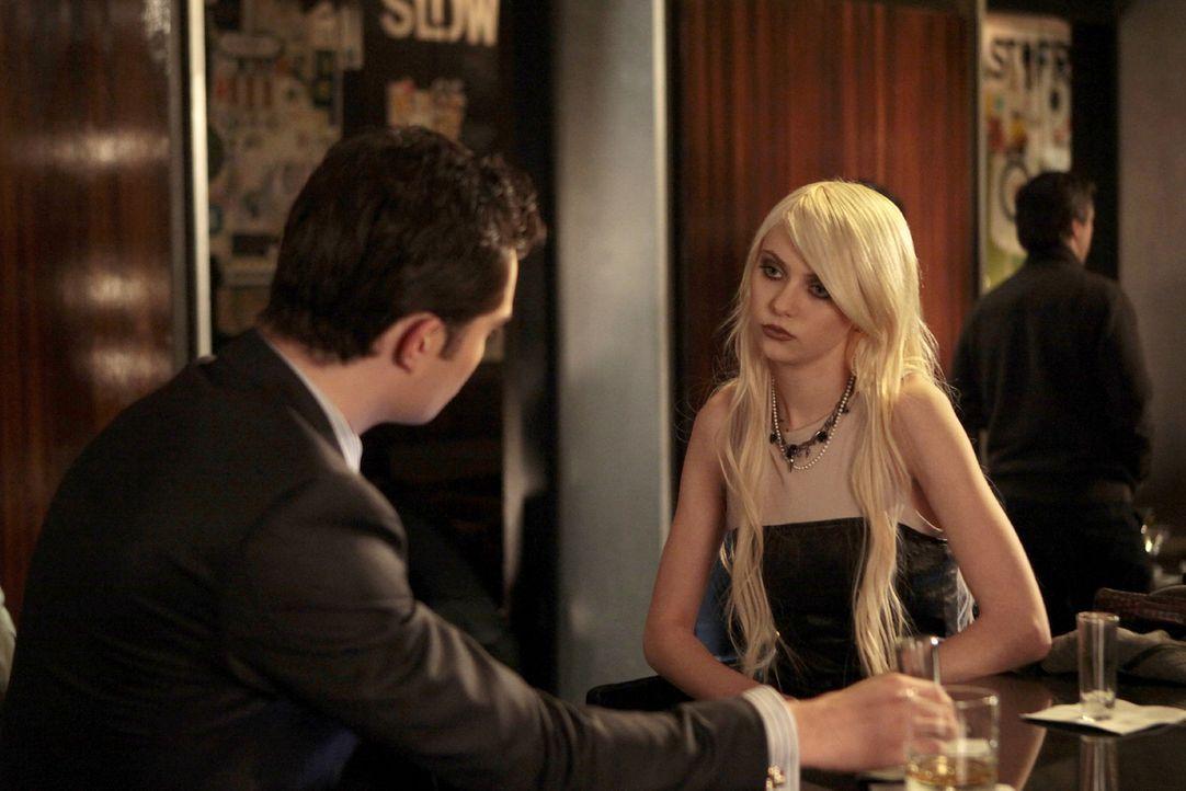 Chuck (Ed Westwick, l.) ist wie Jenny (Taylor Momsen, r.) für die Trennung von Serena und Nate, da er seinen Freund zurück haben will ... - Bildquelle: Warner Brothers