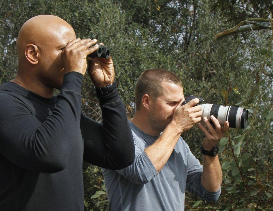 Bei den Ermittlungen in einem neuen Fall: Callen (Chris O'Donnell, r.) und Sam (LL Cool J, l.) ... - Bildquelle: CBS Studios Inc. All Rights Reserved.