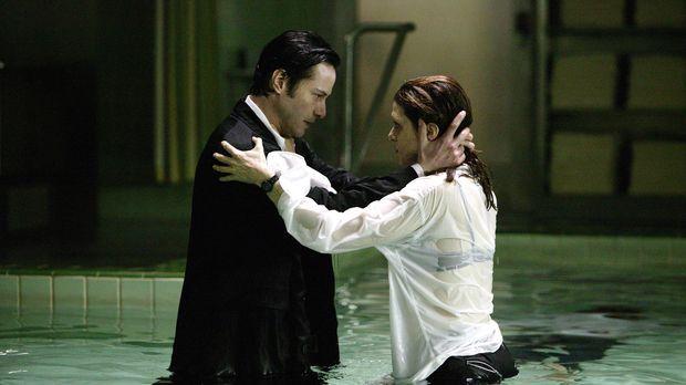 Als Angela (Rachel Weisz, r.) von einer unbekannten Macht entführt wird, kann...