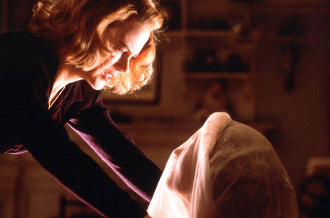 Alle strikten Regeln im Haus können das Treiben der unsichtbaren Gestalten nicht bannen. Nach und nach gerät Grace (Nicole Kidman, l.) an den Rand... - Bildquelle: Miramax Films