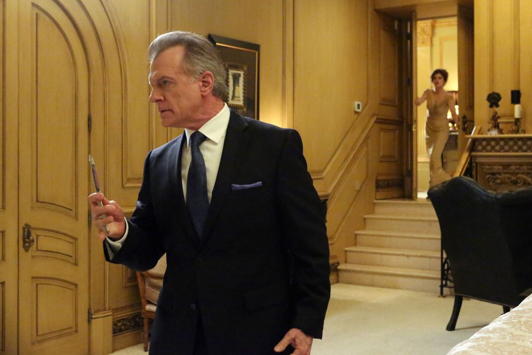 Als Phillipe (Stephen Collins, l.) versucht, Marisol aus dem Weg zu räumen, die sein Geheimnis lüften möchte, kommt Evelyn (Rebecca Wisocky, r.) ger... - Bildquelle: ABC Studios