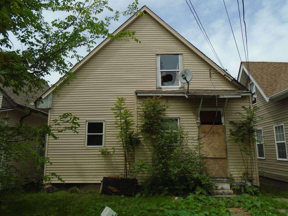 Das Duplex-Haus wirkt beinahe wie aus einem Horrorfilm und verbirgt auch so einige böse Überraschungen ... - Bildquelle: 2017,HGTV/Scripps Networks, LLC. All Rights Reserved