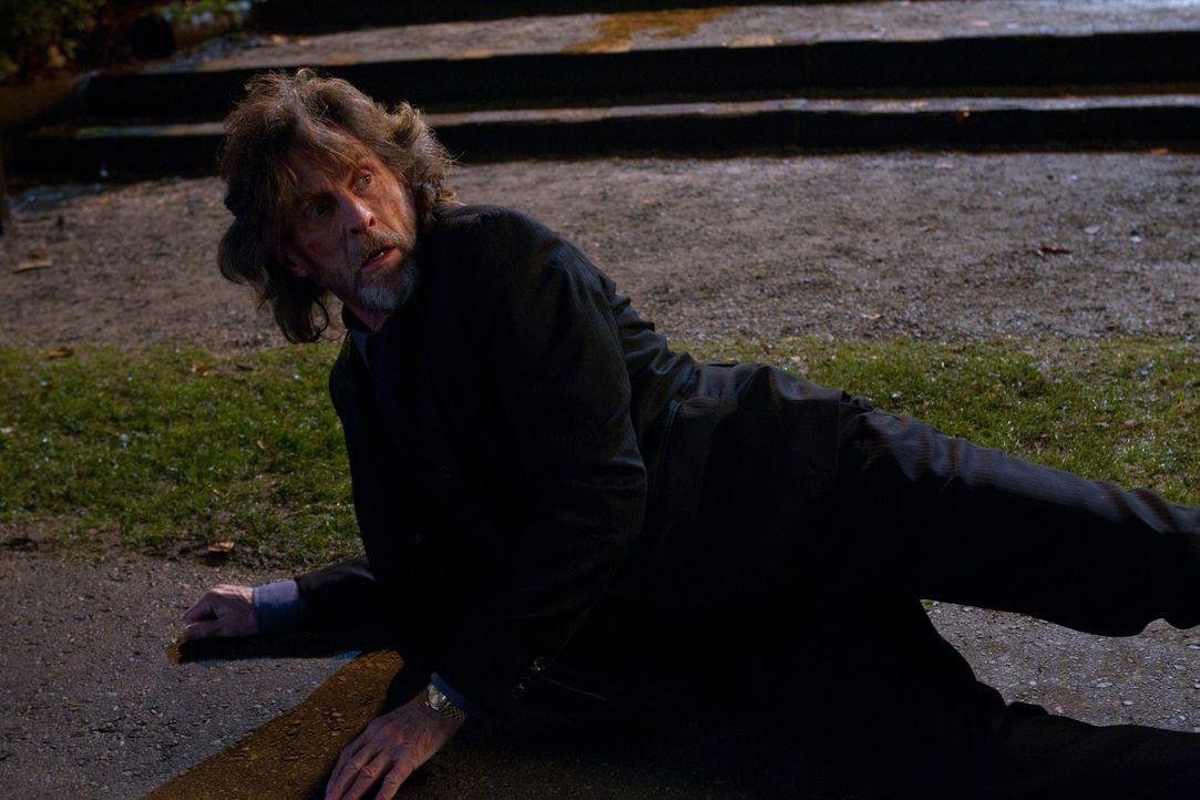 Lionel Luthor (John Glover) ist zurück! Der Milliardär und Vater von Lex erhält auch prompt LuthorCorp. von Tess und Oliver zurück ... - Bildquelle: Warner Bros.