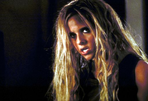 Buffy - Nach zuviel Bierkonsum verwandelt sich Buffy (Sarah Michelle Gellar)...