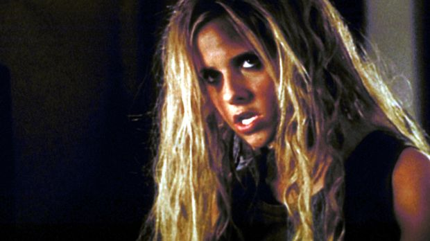Nach zuviel Bierkonsum verwandelt sich Buffy (Sarah Michelle Gellar) in einen...