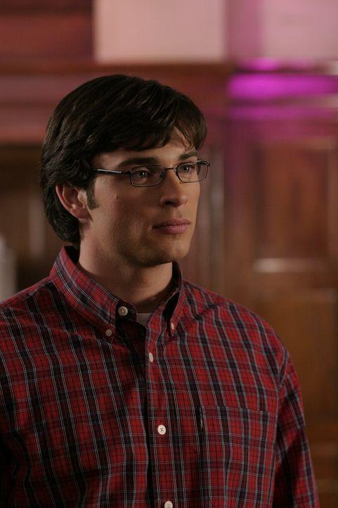 Durch einen kleinen Fehler blendet Clark (Tom Welling) sich selbst mit seinem Hitzeblick, woraufhin er sein Augenlicht verliert ... - Bildquelle: Warner Bros.