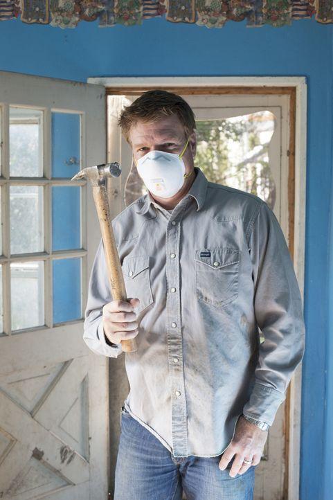 Chip scheut keine harte Arbeit, um ein unscheinbares Haus in neuem Glanz erstrahlen zu lassen ... - Bildquelle: Sarah Wilson 2014, HGTV/ Scripps Networks, LLC.  All Rights Reserved.