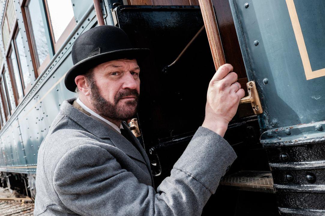 Allan Pinkerton (Neil Affleck) gibt sein Bestes, um den US-Präsidenten Abraham Lincoln und die wichtige Eisenbahnlinie durch die Südstaaten vor Über... - Bildquelle: Darren Goldstein Cineflix 2015