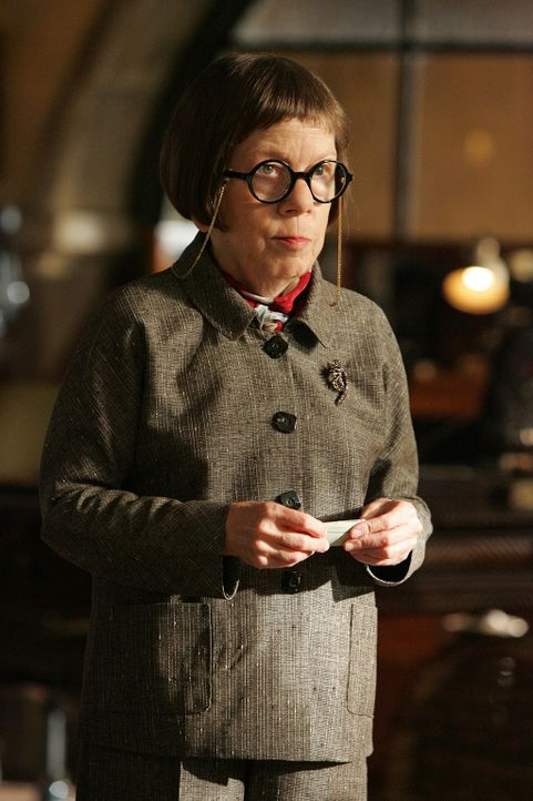 "(1. Staffel) - Leitung der Naval Criminal Investigative Service Einheit: Henrietta ""Hetty"" Lange (Linda Hunt) ... - Bildquelle: CBS Studios Inc. All Rights Reserved."