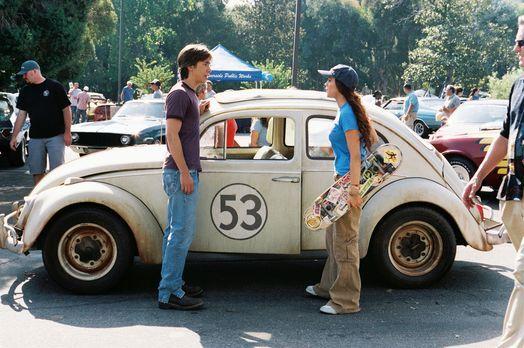 Herbie Fully Loaded - Nachdem Maggie (Lindsay Lohan, r.) Herbie vom Schrottpl...