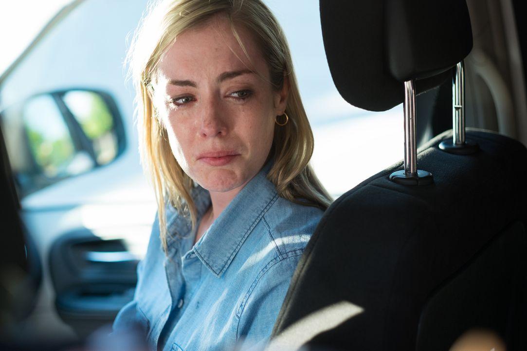 Ein Serientäter vergeht sich an der jungen Mutter Julie Weil (Katie Evans) vor den Augen ihrer Kinder, nachdem er sie am helllichten Tage entführte... - Bildquelle: Darren Goldstein Cineflix 2015