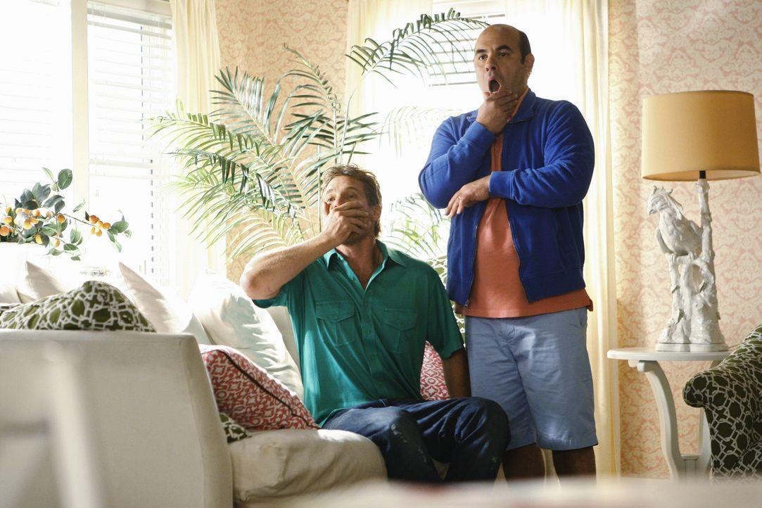 Schockiert beobachten Bobby (Brian Van Holt, l.) und Andy (Ian Gomez, r.), die Auseinadersetzung von Ellie und Laurie ... - Bildquelle: 2009 ABC INC.