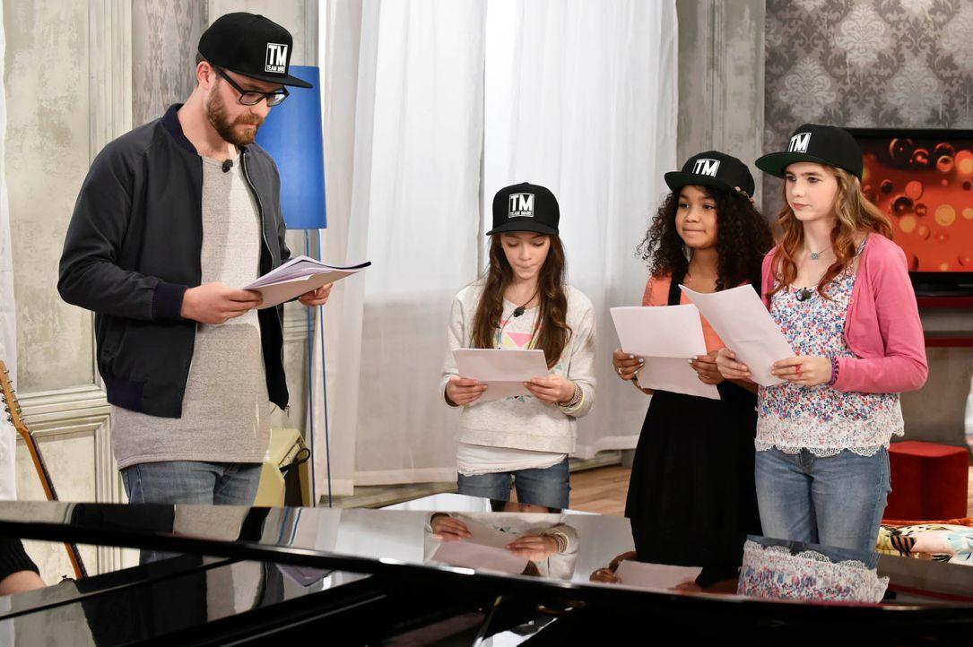 The-Voice-Kids-Stf03-Epi05-03-Lorena-Leonie-Zoe-SAT1-Claudius-Pflug - Bildquelle: SAT.1/ Claudius Pflug