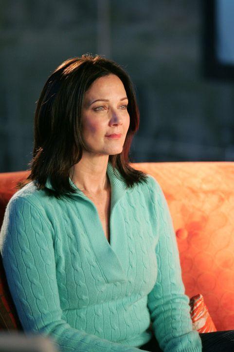 Endlich kann sie ihrer Tochter gestehen, dass sie nur von Zuhause verschwunden ist, um sie zu schützen: Moira (Lynda Carter) ... - Bildquelle: Warner Bros.