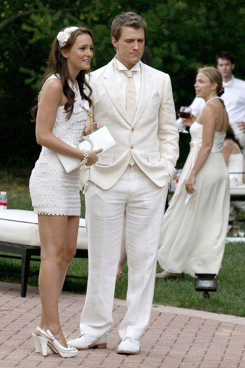 Als sie erfährt, wer Marcus (Patrick Heusinger, r.) wirklich ist, zeigt Blair (Leighton Meester, l.) ernsthaftes Interesse ... - Bildquelle: Warner Brothers