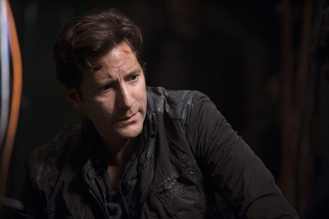 Jaha macht auf der Raumstation eine Entdeckung, während Kane (Henry Ian Cusick) versucht, im Ark die Kontrolle zu behalten ... - Bildquelle: 2014 Warner Brothers