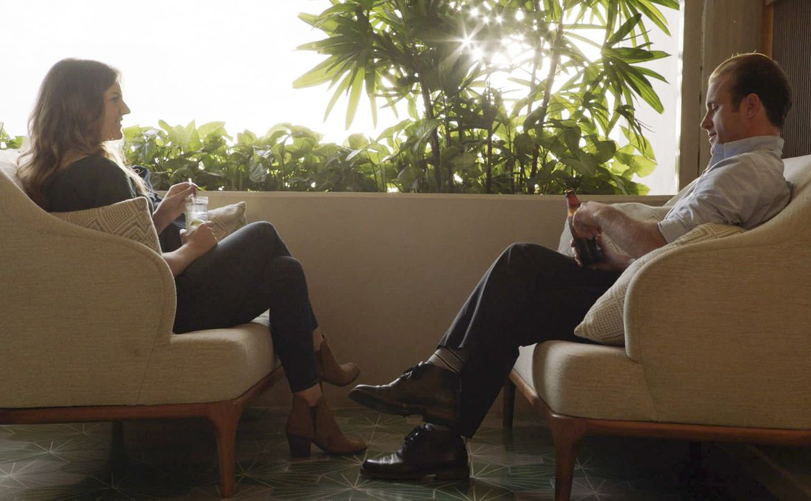 Danny Williams (Scott Caan) trifft seine alte Bekannte Brooke Gardner (Joanna Christie, l.) durch einen tragischen Vorfall wieder. Leben die alten G... - Bildquelle: 2018 CBS Broadcasting, Inc. All Rights Reserved