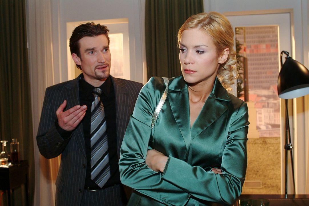 Entgegen ihrer Vorsätze sucht Sabrina (Nina-Friederike Gnädig, r.) Richard (Karim Köster, l.) auf. - Bildquelle: Monika Schürle Sat.1