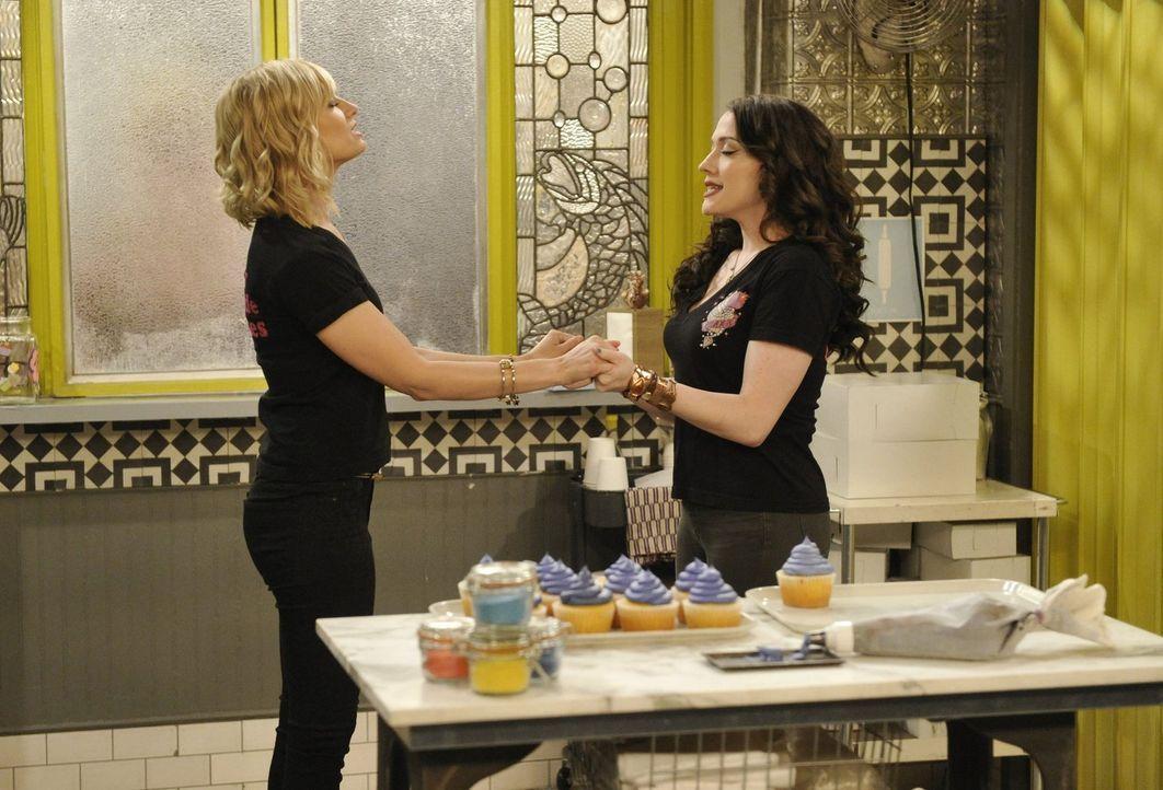 Wollen ihr Cupcake-Geschäft mit einem Lieferservice erweitern: Caroline (Beth Behrs, l.) und Max (Kat Dennings, r.) ... - Bildquelle: Warner Bros. Television
