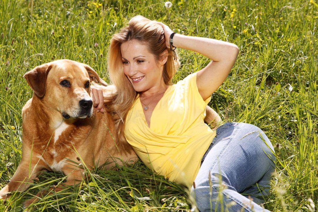 """Tiere und ihre besten Freunde. """"Mit Herz und Schnauze"""" wird von Andrea Kaiser moderiert ... - Bildquelle: Jessica Kassner SAT.1"""