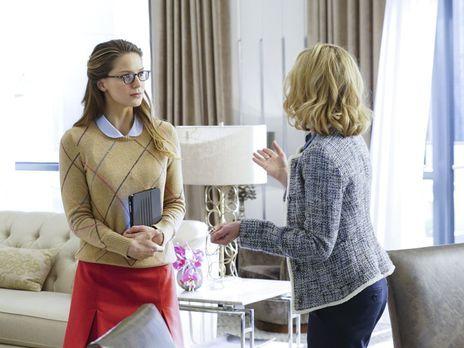 Supergirl - Während sich Kara (Melissa Benoist, l.) mit einer böswilligen Dop...