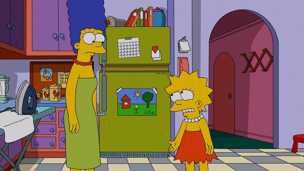 """Lisa (r.) ist entsetzlich enttäuscht, als sie herausbekommt, dass ihre Mutter Marge (l.) ihrer neuen """"Freundin"""" Tumi Geld zugesteckt hat, damit sie... - Bildquelle: 2013 Twentieth Century Fox Film Corporation. All rights reserved."""
