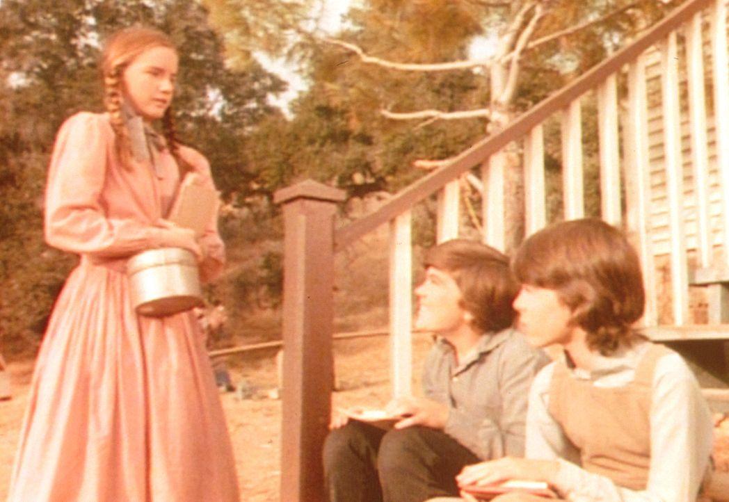 Laura (Melissa Gilbert, l.) nimmt all ihren Mut zusammen und spricht ihren großen Schwarm Jason (Sean Frye, M..) an ... - Bildquelle: Worldvision