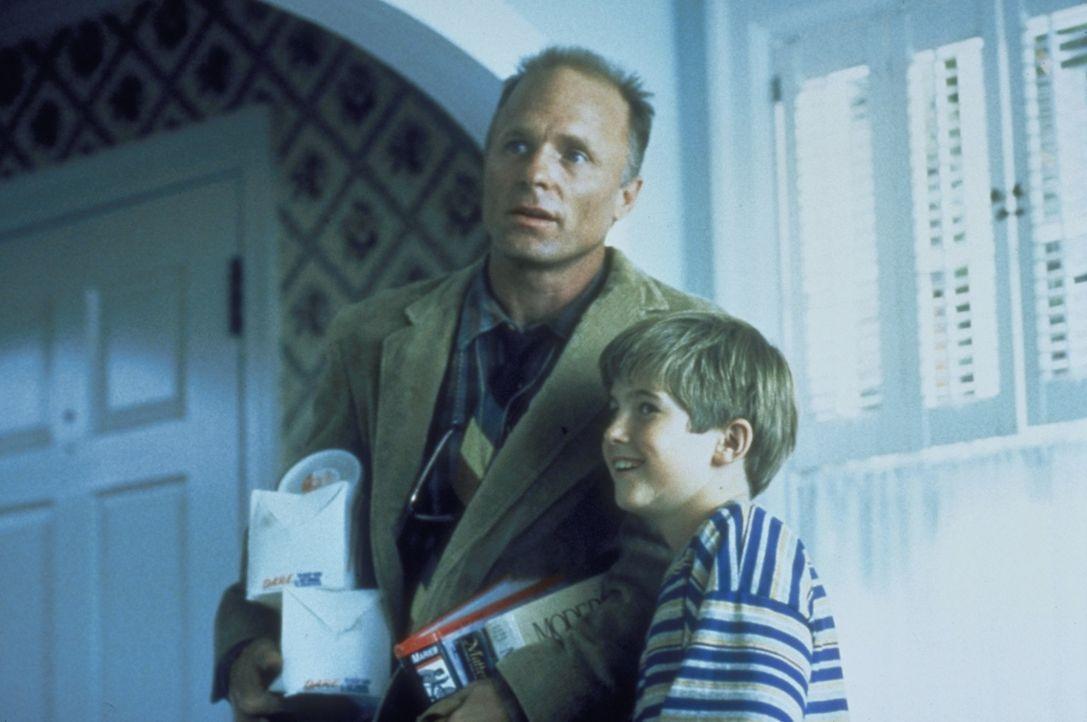 Franks (Michael Patrick Carter, l.) Vater (Ed Harris, r.) ist sehr erfreut über den Besuch seines Sohnes... - Bildquelle: Paramount Pictures