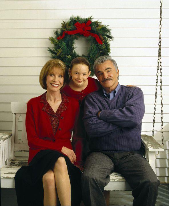 Nach und nach gelingt es Travis (Holliston Coleman, M.), ihrer Tante Lettie (Mary Tyler Moore, l.) neuen Lebensmut zu schenken. Da lernt der kleine... - Bildquelle: Viacom Productions Inc.