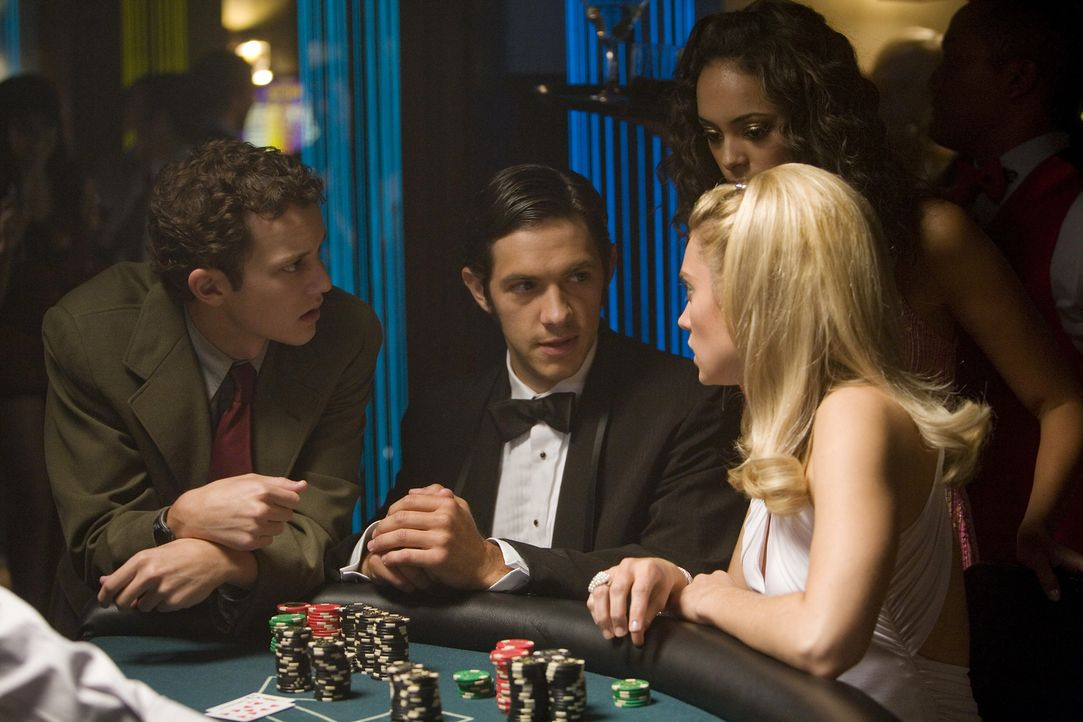 Wollen den großen Gewinn bei der Casino-Nacht machen: (v.l.n.r.) Rusty (Jacob Zachar), Max (Michael Rady), Ashleigh (Amber Stevens) und Casey (Spenc... - Bildquelle: 2008 ABC Family