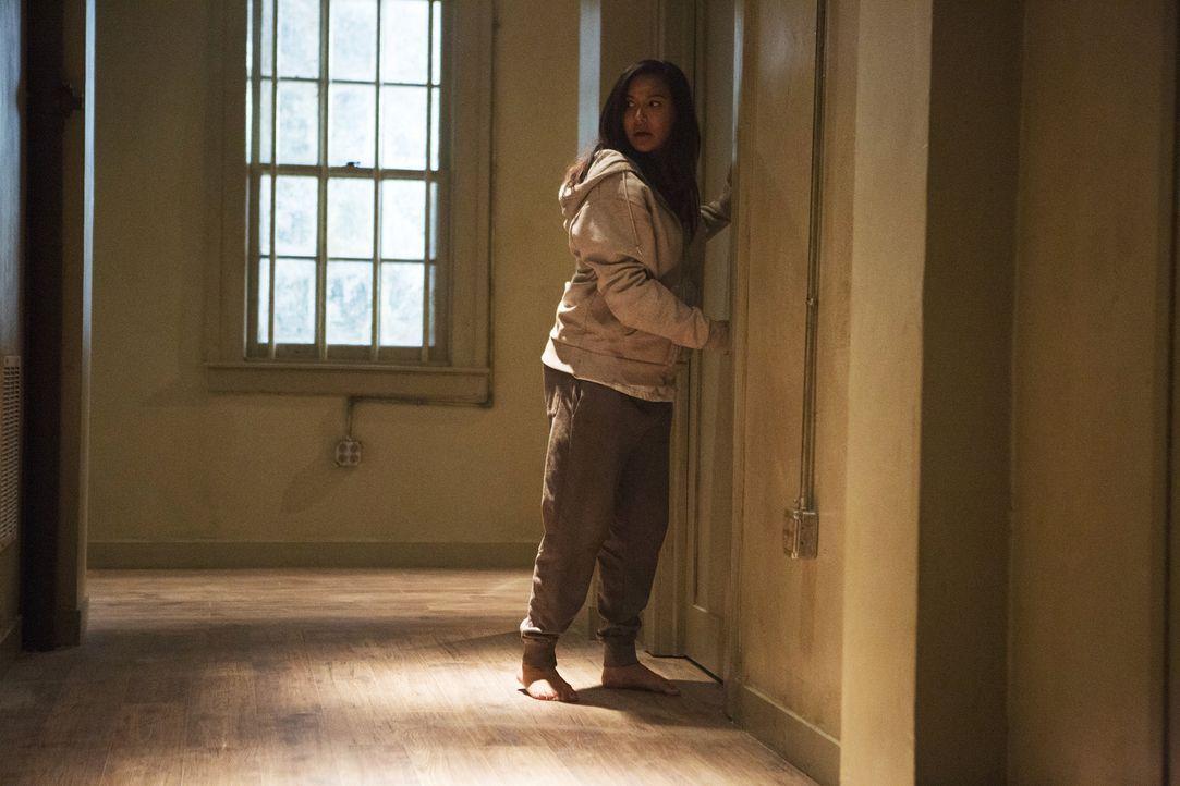 Während Carmen hinter Sebastiens perfiden Plan kommt, kann Blanca (Naya Rivera) sich von ihren Fesseln befreien und macht eine erschreckende Entdeck... - Bildquelle: Annette Brown 2015 American Broadcasting Companies, Inc. All rights reserved.